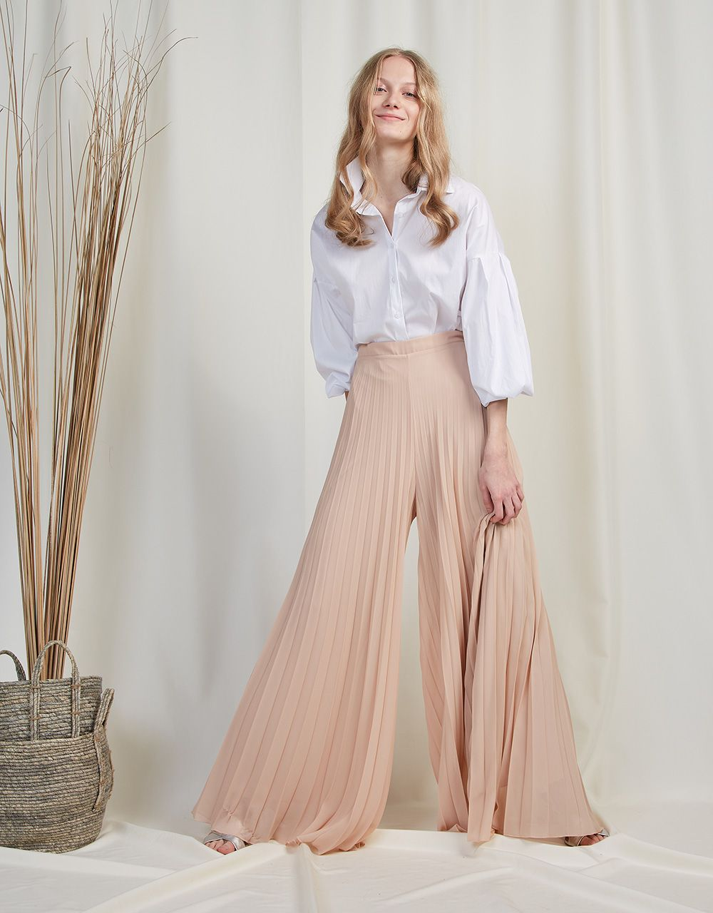 PLEATED WIDE LEG TROUSERS
