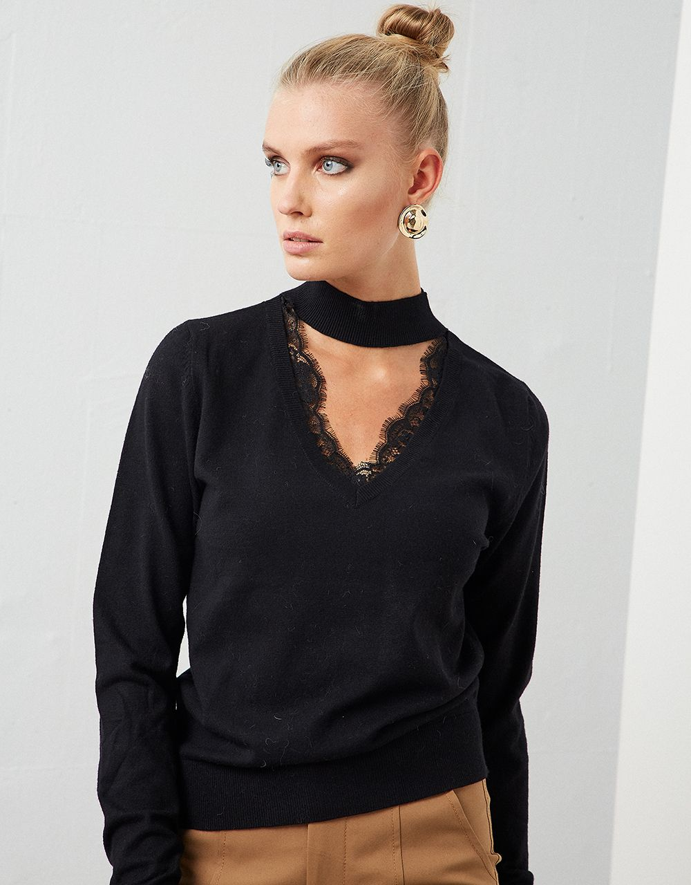 CHOKER SWEATER