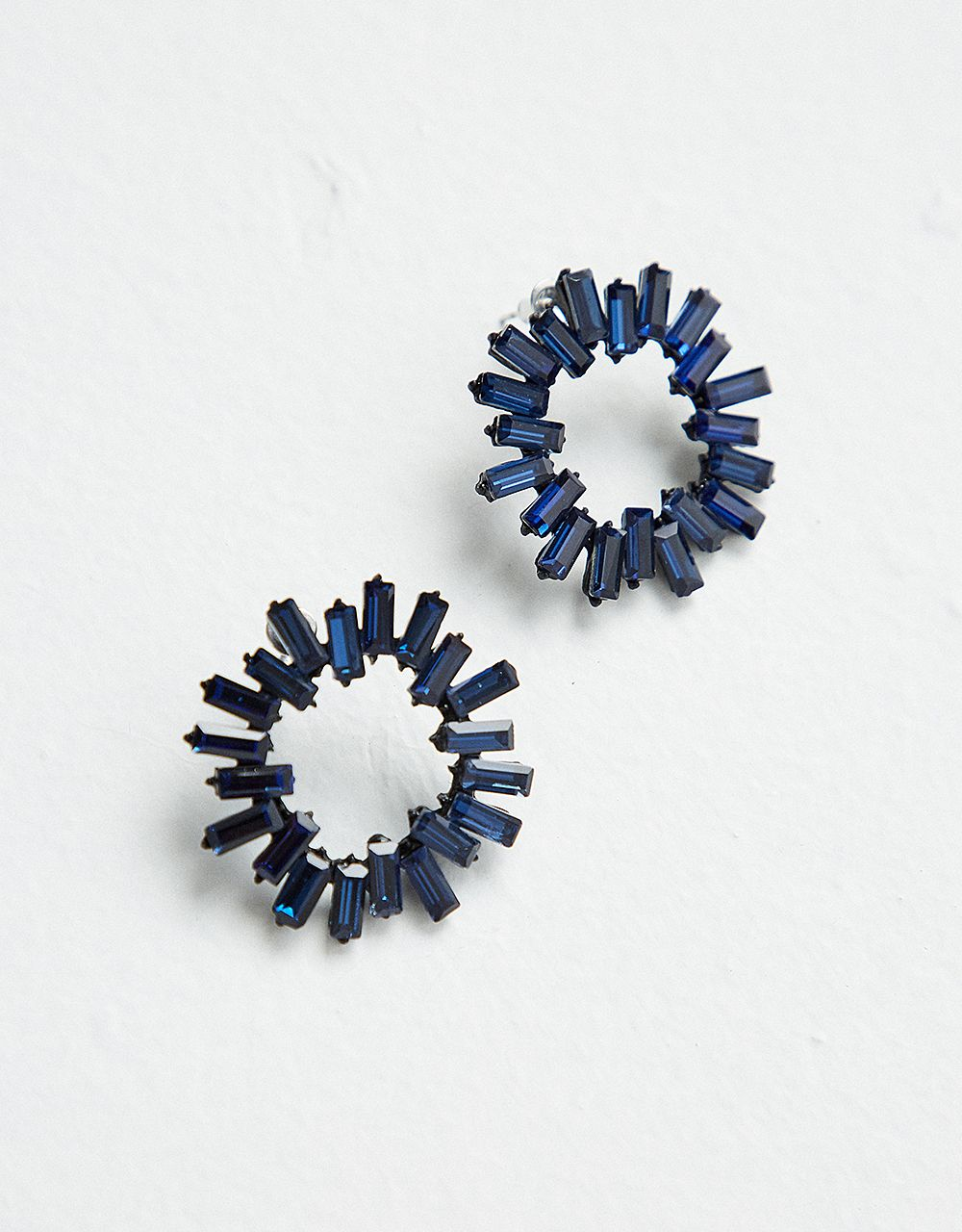 ROUND EARRINGS WITH GLASS STONES
