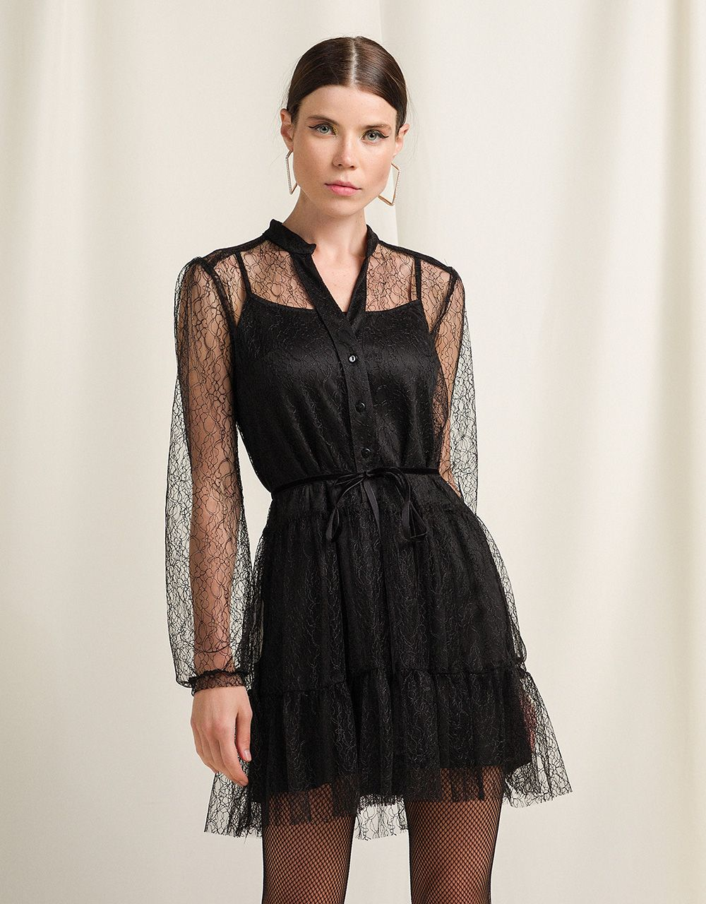 DRESS WITH LACE AND FRILLS