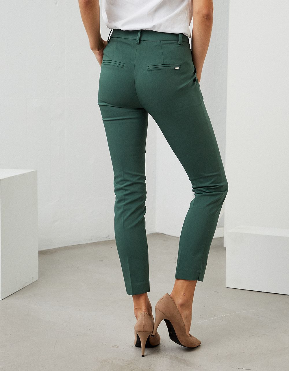 CLASSIC TAPERED TROUSERS