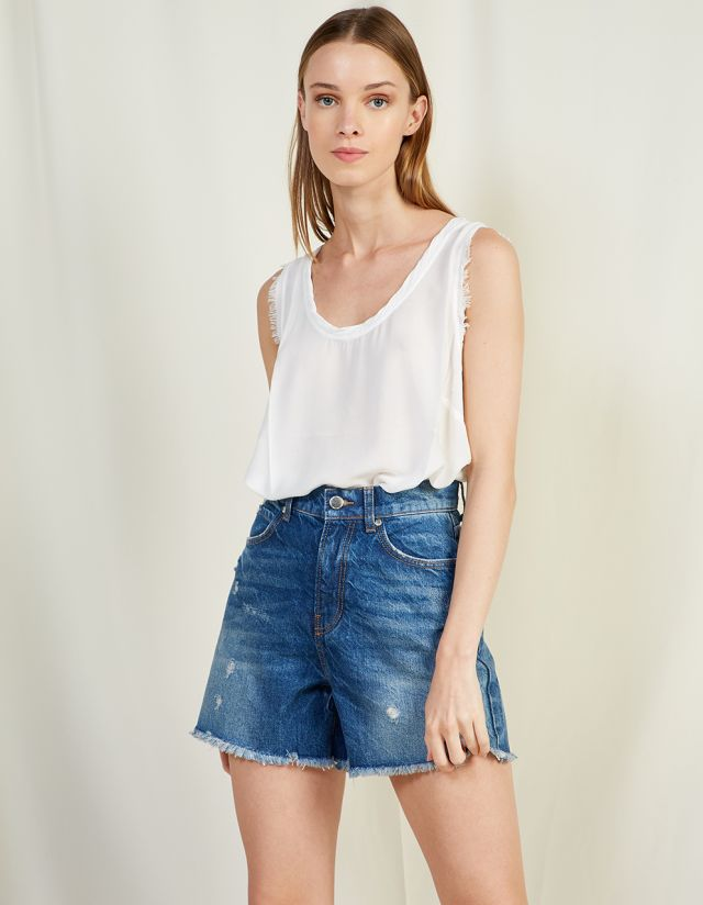 RAW TRIMMED BASIC BLOUSE