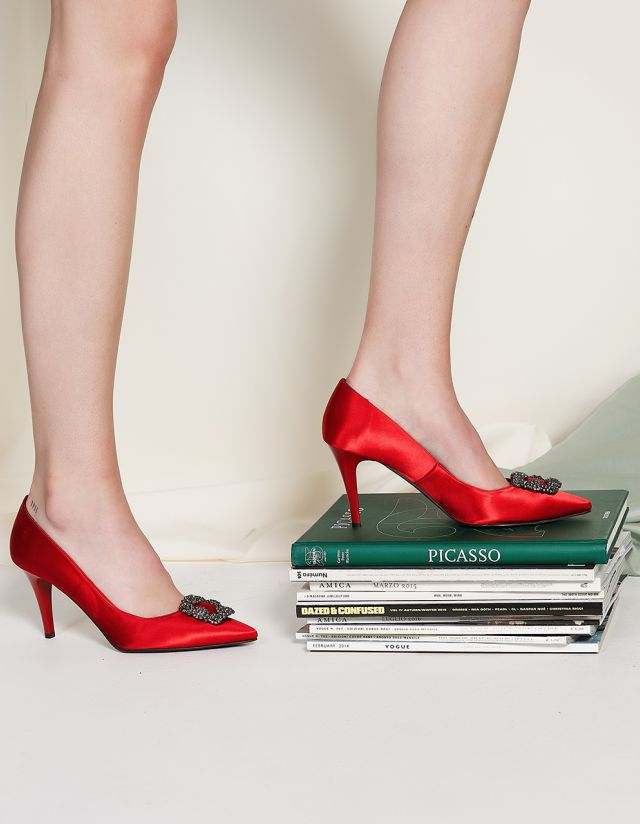 MID-HEEL SHOES WITH BROOCH