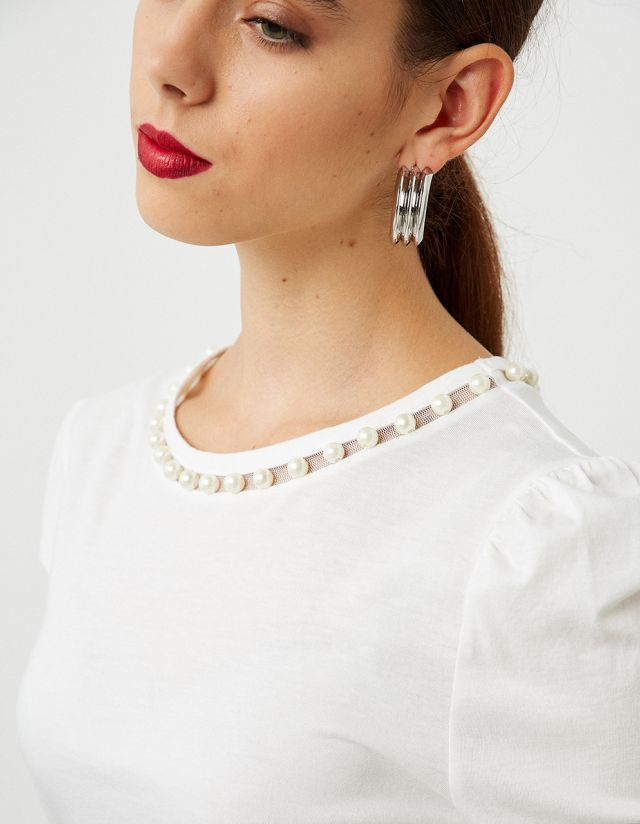 TOP WITH PEARLS