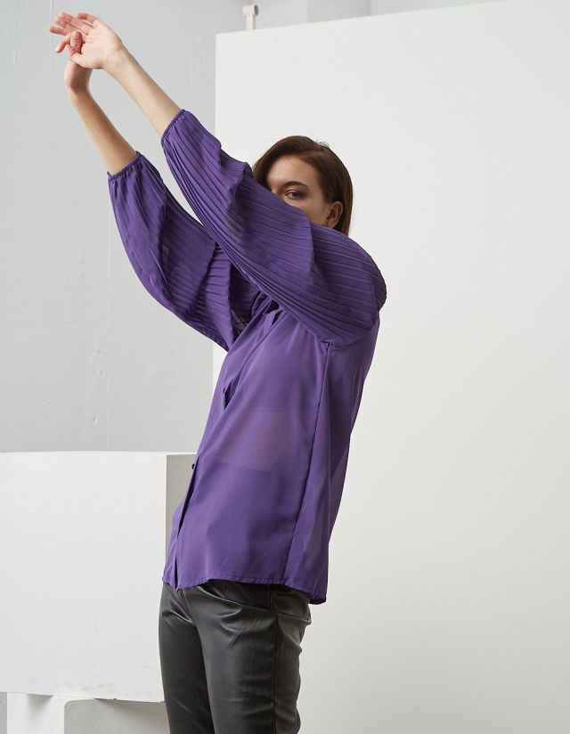 SEMI-SHEER SHIRT WITH PLEATED SLEEVES