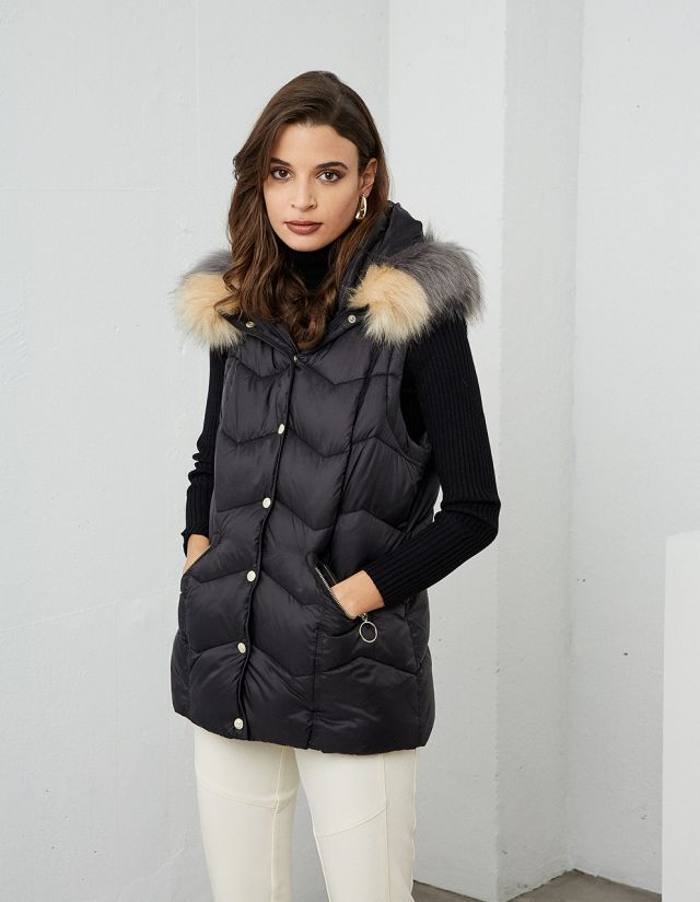 SLEEVELESS HOODED PUFFER JACKET