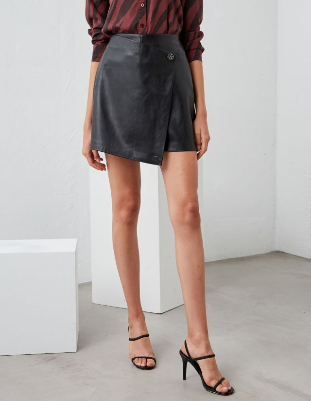 LEATHER EFFECT SKORT
