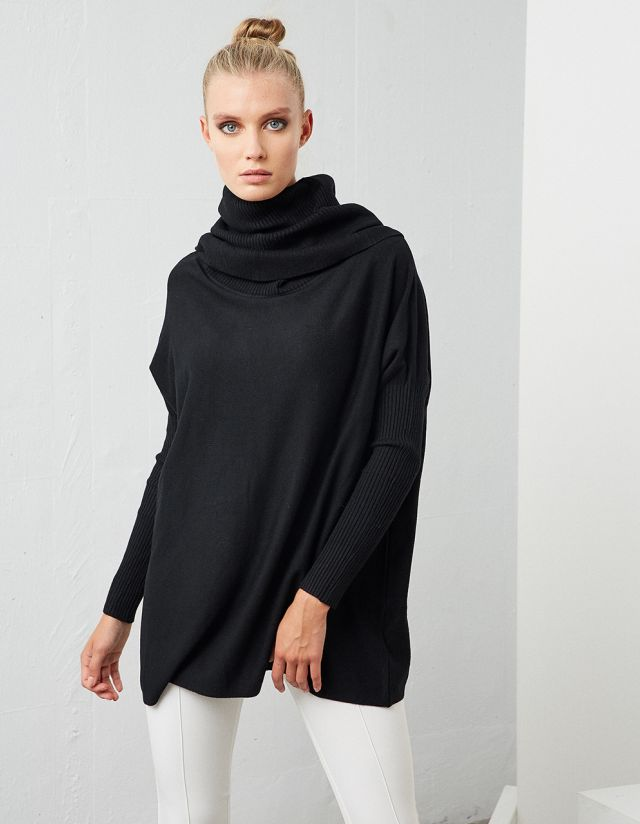 KNIT SWEATER WITH LOOSE TURTLENECK