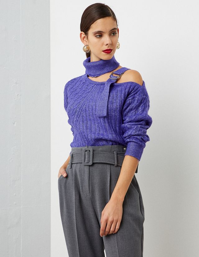 SWEATER WITH CUTOUT