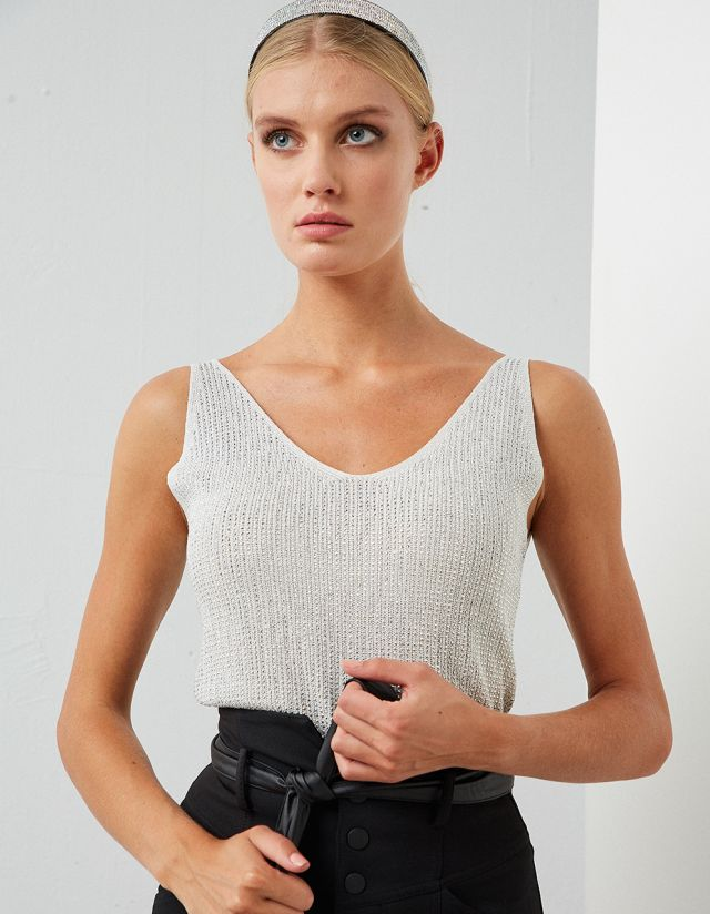 RHINESTONE KNITTED TOP