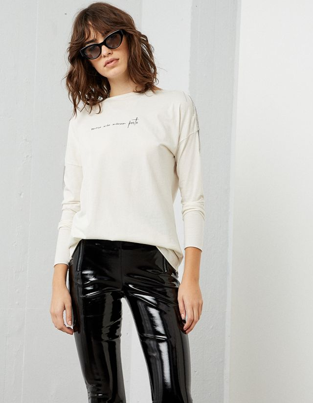 T-SHIRT WITH CHAINS