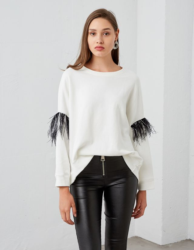 SWEATSHIRT WITH FEATHERS ON THE SLEEVES
