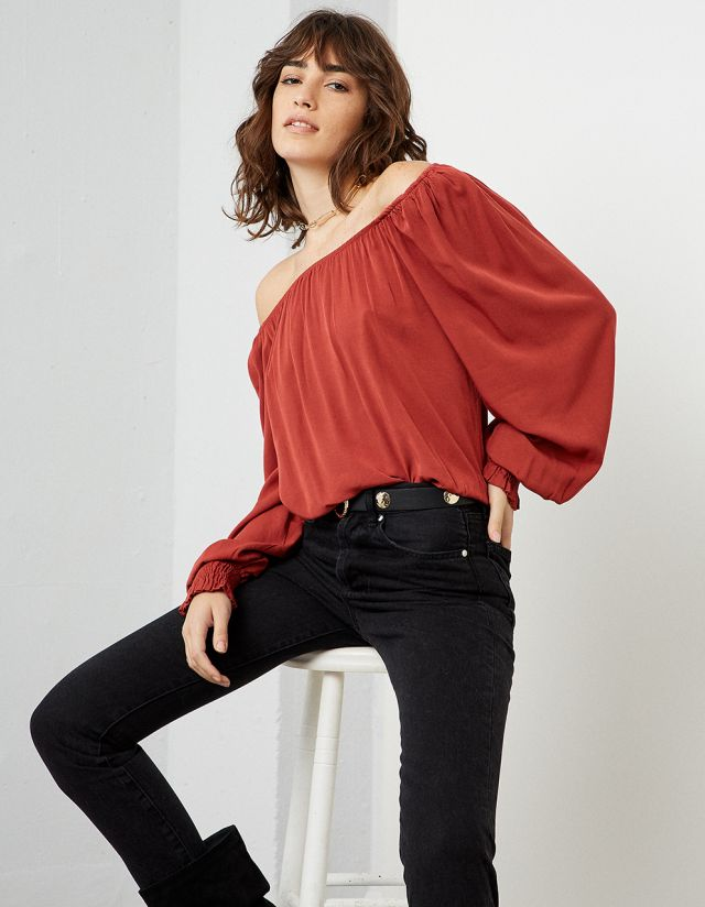 OFF-THE SHOULDER TOP