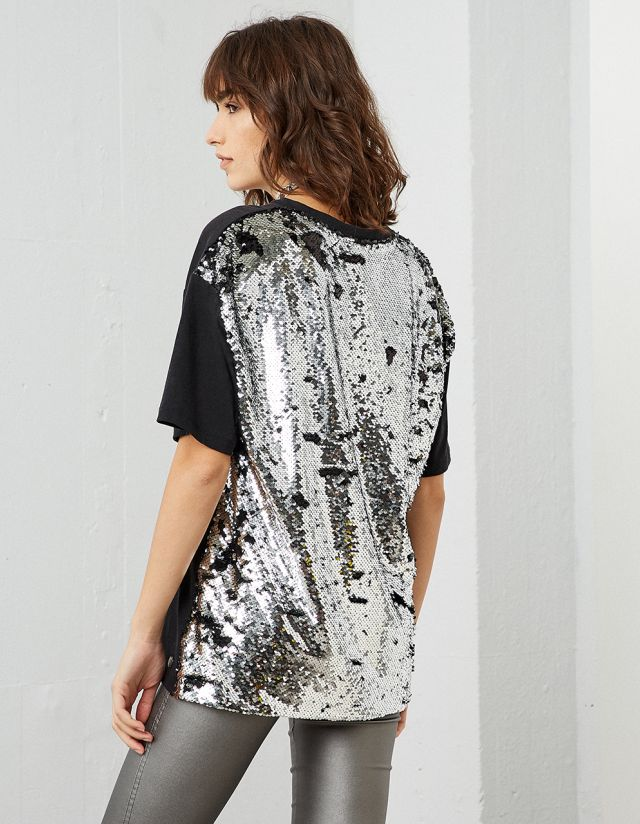 T-SHIRT WITH SEQUIN BACK
