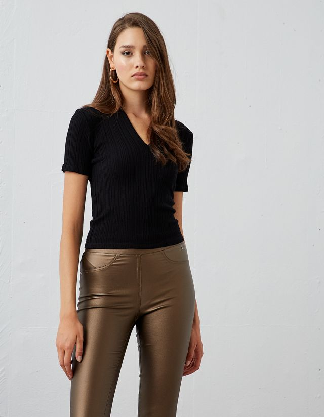 RIBBED TOP WITH V-NECKLINE