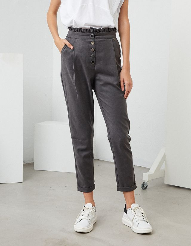 TROUSERS WITH BUTTONS