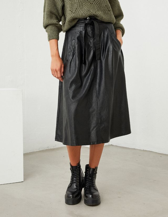 MIDI LEATHER EFFECT SKIRT