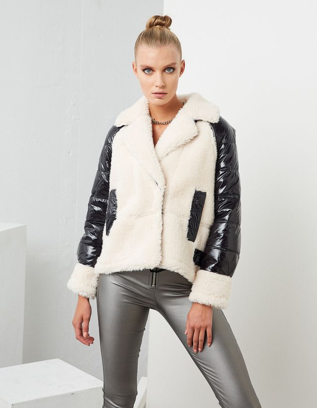 JACKET WITH REMOVABLE SLEEVES