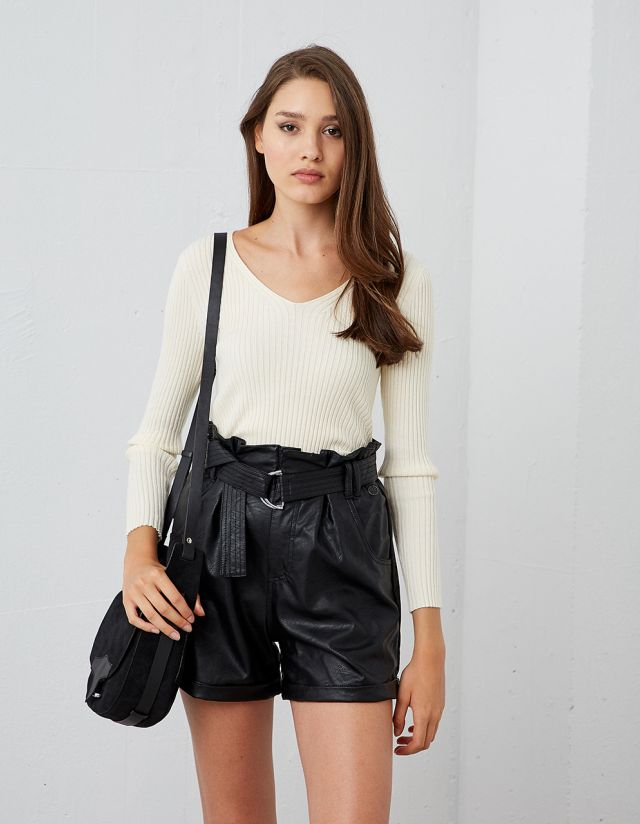 RIBBED KNITTED V-NECK TOP