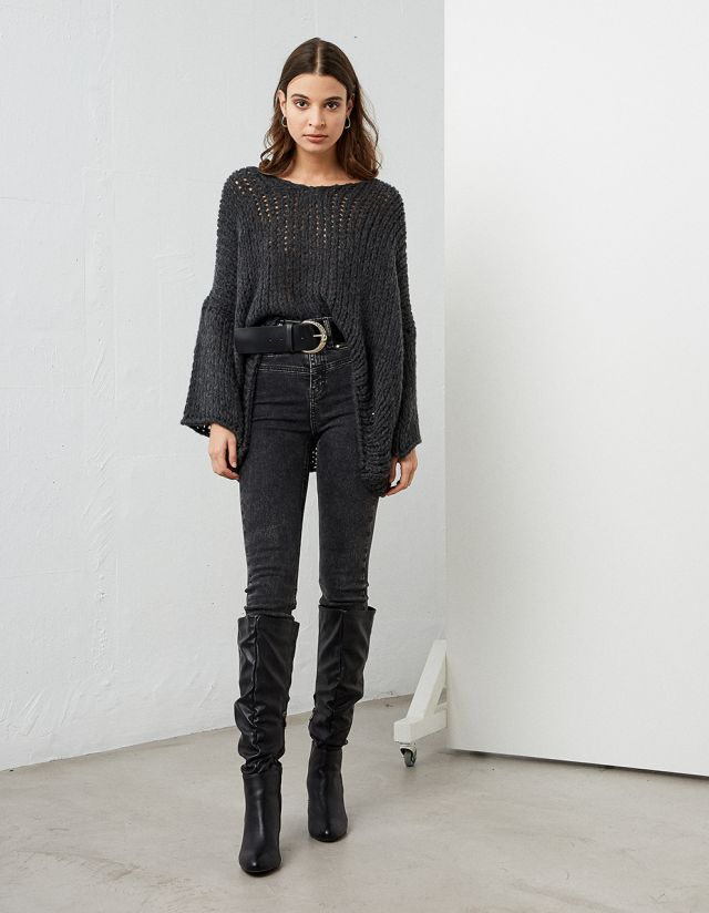 OVERSIZE ASYMMETRIC SWEATER