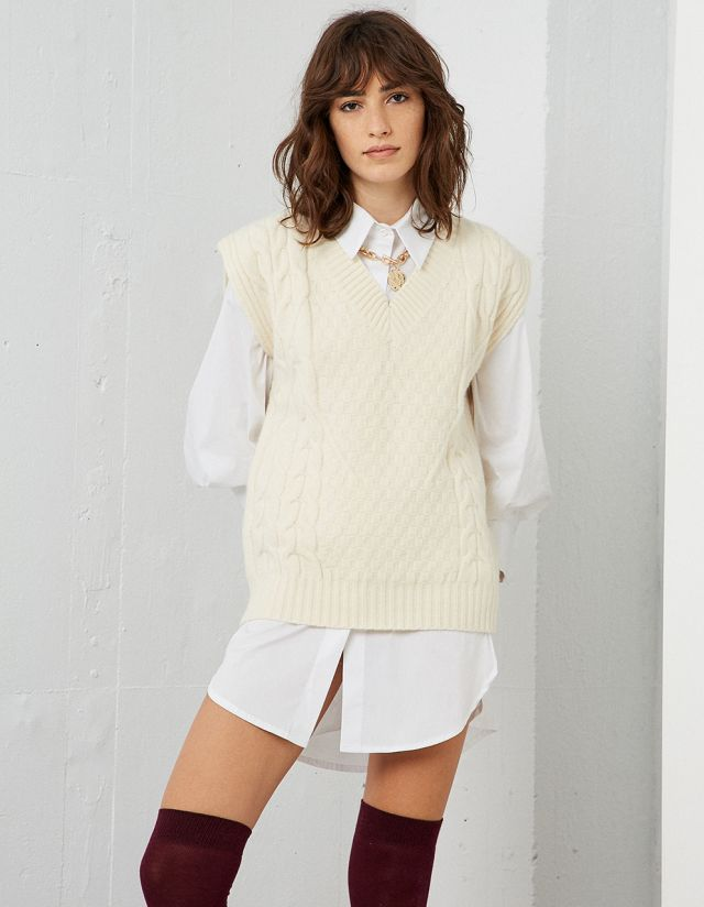 SLEEVELESS KNIT SWEATER