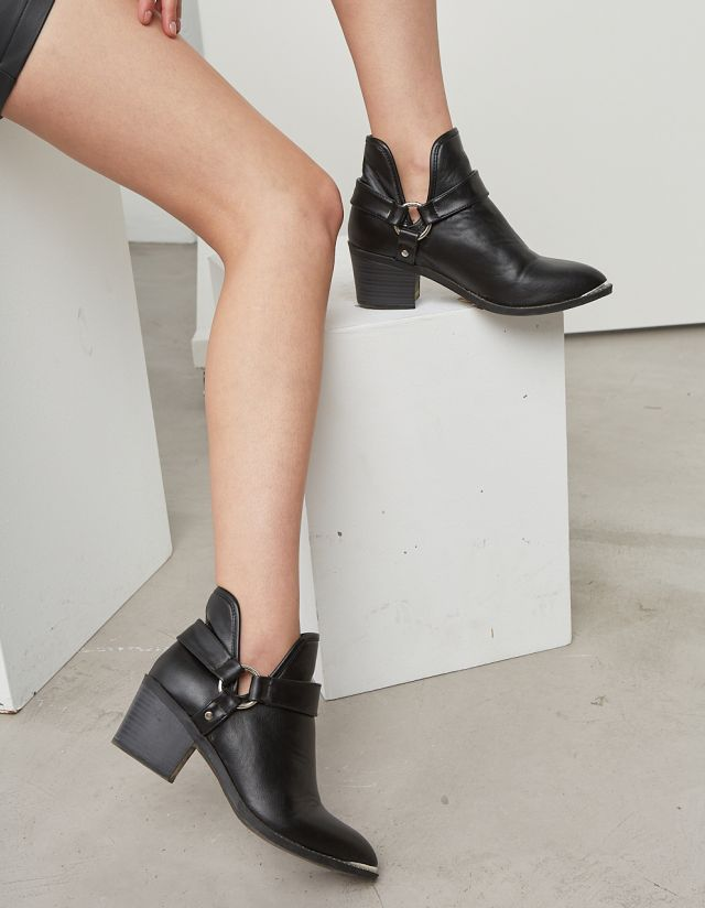 COWBOY ANKLE BOOT WITH BUCKLE