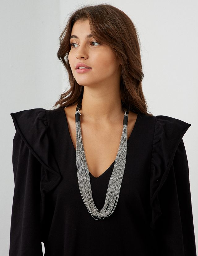 LONG NECKLACE WITH CHAINS
