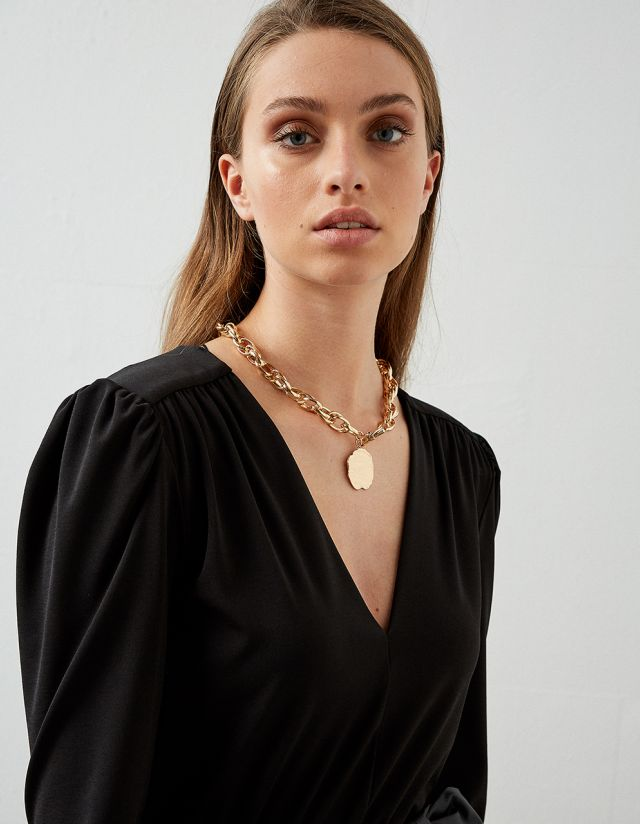 SHORT NECKLACE WITH CHAIN