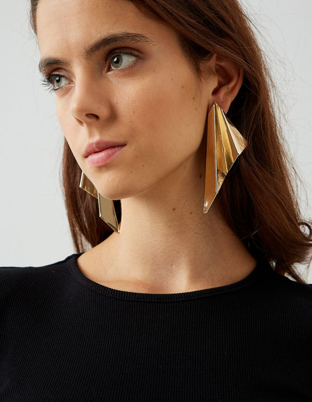 TRIANGLE SHAPE EARRINGS
