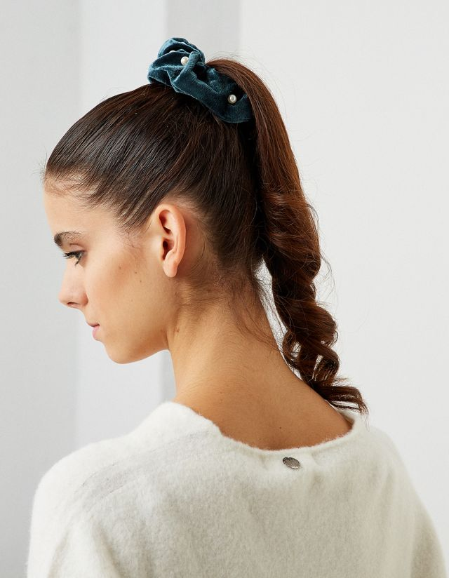 VELVET TOUCH SCRUNCHIE WITH PEARLS