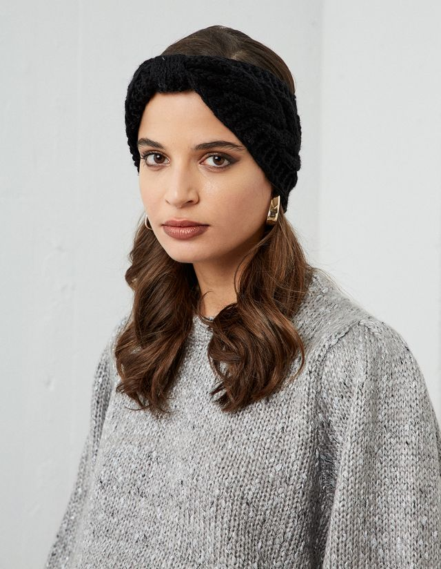 KNITTED HEADBAND WITH KNOT