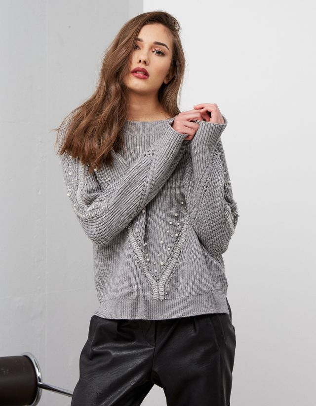 SWEATER WITH SHINY STONES
