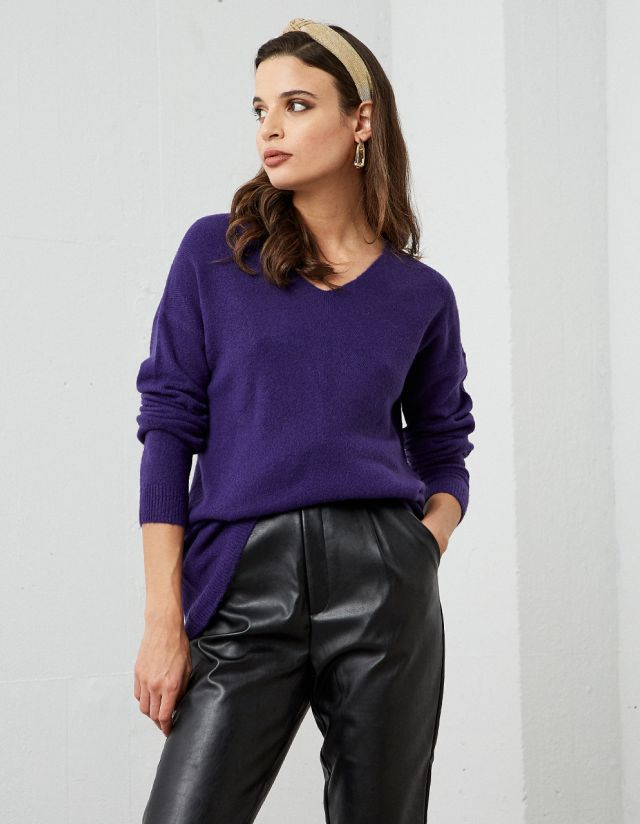 SWEATER WITH V-NECKLINE
