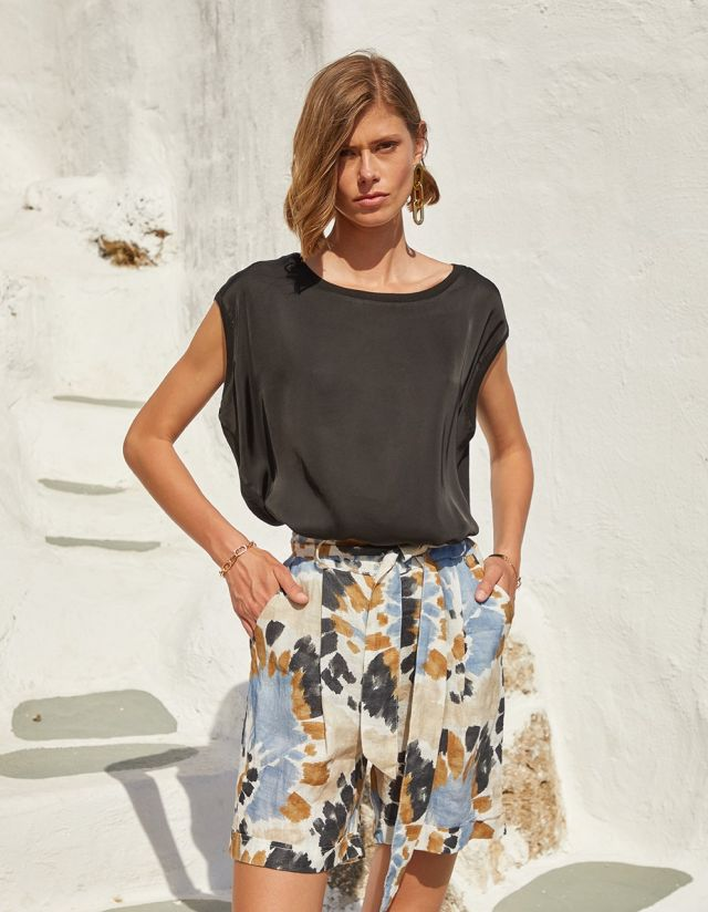 BLOUSE WITH FABRIC COMBINATION