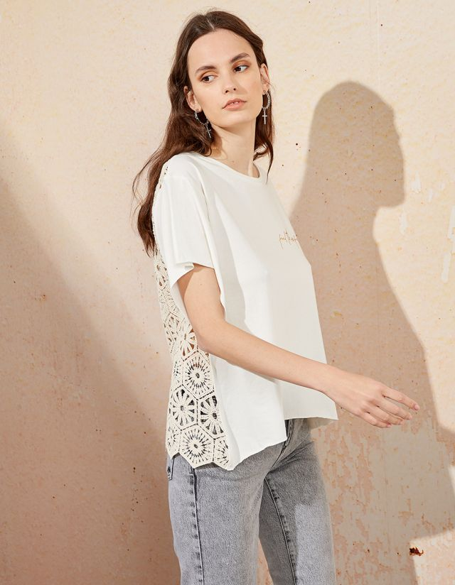 T-SHIRT WITH BRODERIE