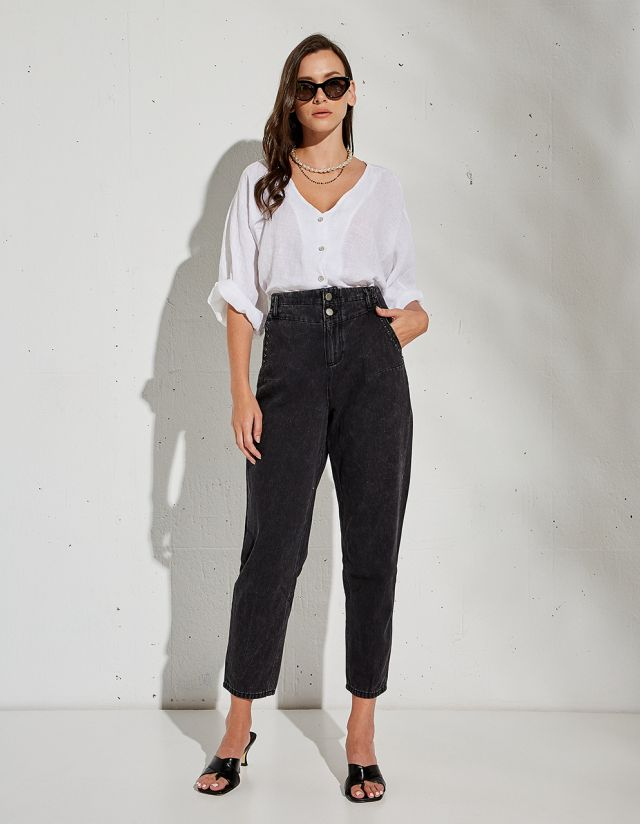 VICKIE MOM FIT JEANS WITH STUDS