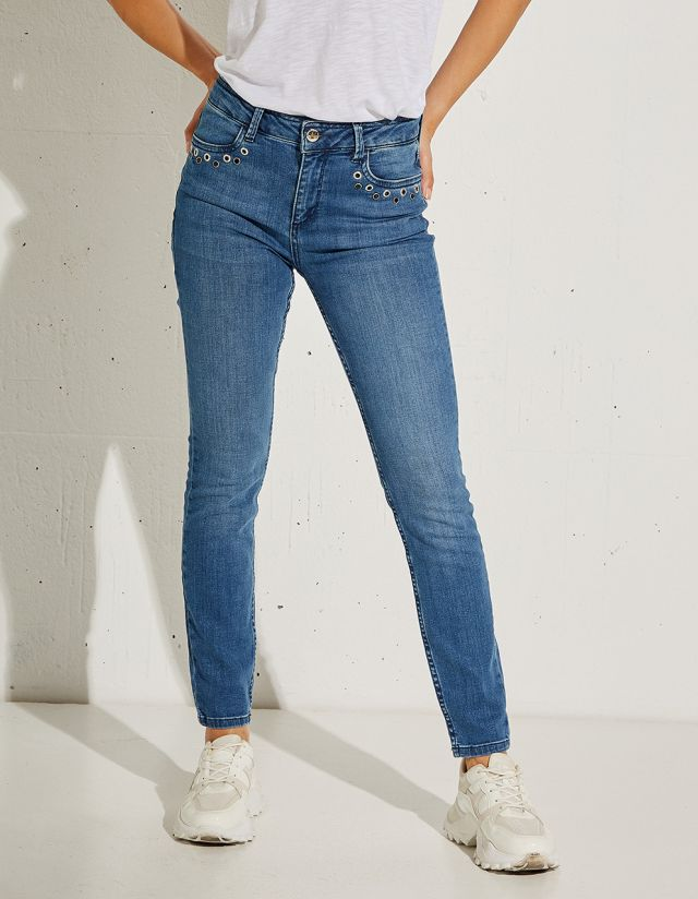 SELENA MID RISE JEANS WITH POCKET STUDS