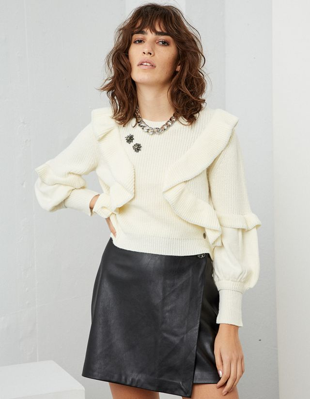SWEATER WITH FRILLS AND BROOCHES