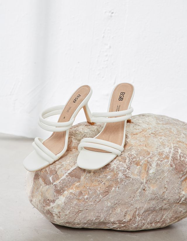 QUILTED STRAPPY SANDALS