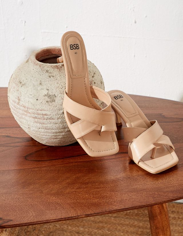 SANDAL WITH CROSSOVER STRAPS