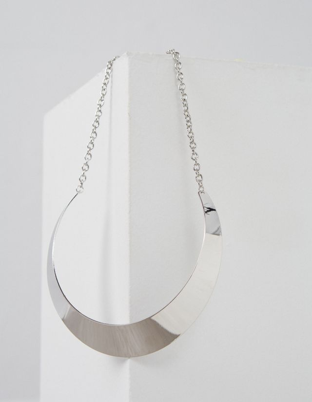 SHORT METALLIC NECKLACE