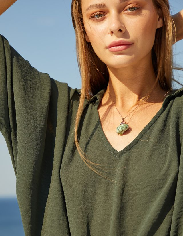 NECKLACE WITH SEASHELL