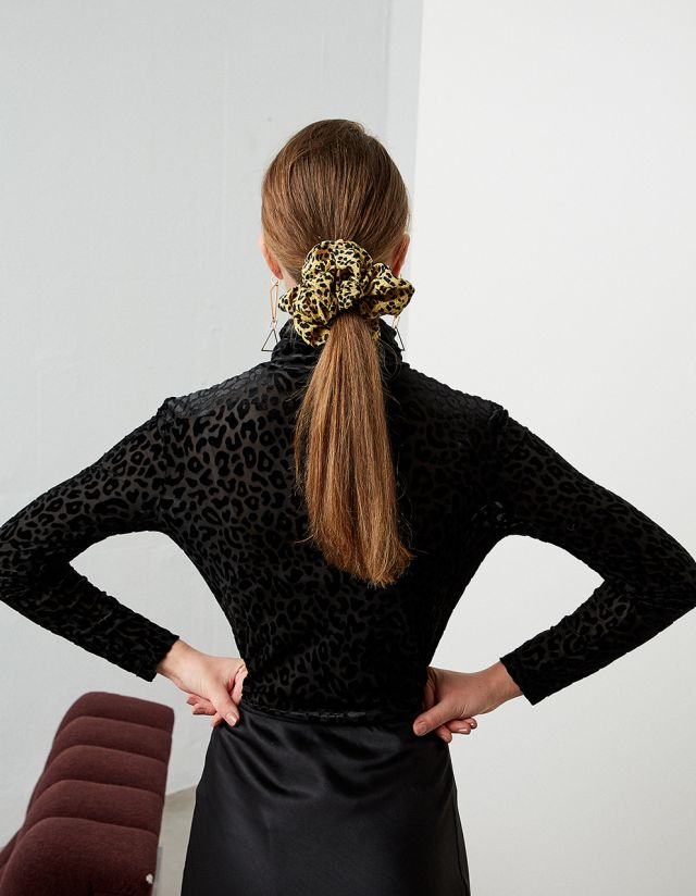 SCRUNCHIE ΜΕ ΛΕΟΠΑΡ ΤΥΠΩΜΑ