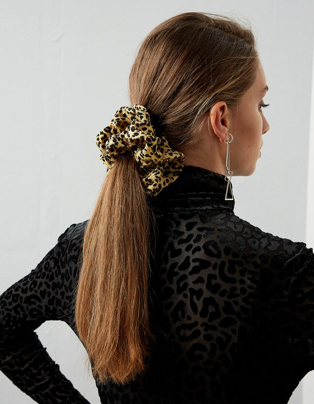 HAIR SCRUNCHIE WITH LEOPARD PRINT