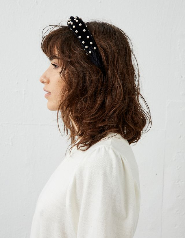 HEADBAND WITH PEARLS