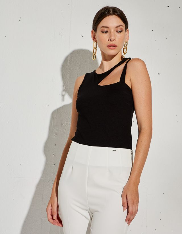 BASIC TOP WITH CUTOUT