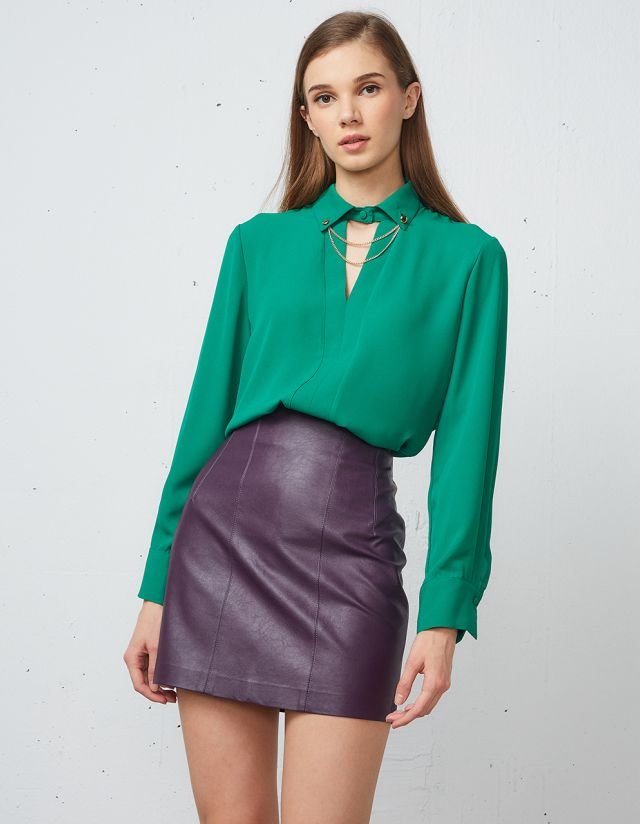 BLOUSE WITH CHAIN