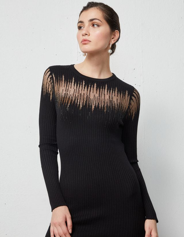 DRESS WITH SEE THROUGH DETAIL