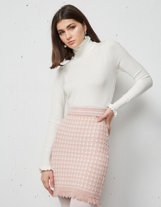 SWEATER WITH RUFFLE ON THE SLEEVES