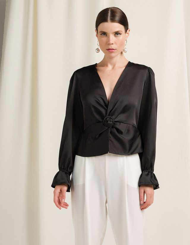 BLOUSE WITH FRONT KNOT